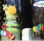 Gateau de couches mixte verts oranges et marrons / diaper cake mixt green orange & brown / Pour les amoureux du Zen et de la nature, cette pièce montée de couches, encore appelée gâteau de couches faite à base de vraies couches et de cadeaux divers afin de joindre l'utile à l'agréable : une solution 2 en 1 pour vous. Gateau de couches en idée cadeau original pour la naissance de bébé, une baby shower, un baptême, premier anniversaire de bébé ou pour le plaisir d'offrir.