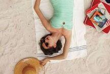Perfect beach Pin up / L'esplosione della sensualità fatta icona: ecco qualche suggerimento su come adottare lo stile #pinup per la #spiaggia. Divertenti, ironiche e con grande carica erotica, le dive perfette se ti piace il #beachwear #vintage
