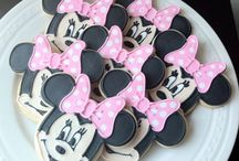 Disney....Cupcakes, Cookies, Cake Pops / These pins are not exclusively mine, so feel free to pin as many as you want without fear of being blocked!