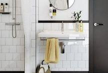 interior. badezimmer. / Vorbei die Zeiten der langweiligen weißen Bäder: auch hier darf & soll es einladend, bunt, edel oder skandinavisch sein.