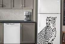 Falmatrica, állatok / Otthonos lakókörnyezet kialakításához elengedhetetlen a megfelelő lakásdekoráció.  Számos lakáskiegészítő áll rendelkezésünkre: üvegfólia, falmatrica, festővászon.   Egyszerűbb és olcsóbb díszítési forma a hagyományos lakberendezésnél. Nagy előnye, hogy néhány perc alatt átalakíthatod vele az otthonodat, variálásával olyan egyedi és gyorsan kivitelezhető faldíszítés készíthető, amely a nagy felületeket  dekoratívvá teszi.
