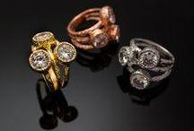 Prsteny trinity / Prsteny se 3 kamínky. Různé prstýnky zdobené 3 drahokamy různých barev. Přírodní a vyrobené drahokamy v různých kombinacích.
