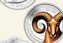 Zodiaque chinois / En 2637 av. J.-C., l'empereur Huan Ti introduisit le calendrier lunaire chinois, fondé sur un cycle de 12 ans. Chaque année porte le nom d'un animal différent : l'année du Rat, du Bœuf, du Tigre, du Lapin, du Dragon, du Serpent, du Cheval, du Mouton, du Singe, du Coq, du Chien et du Cochon. Selon la croyance populaire, chaque animal influe par sa personnalité sur le cours des événements politiques et économiques de son année, voire sur le tempérament des personnes nées durant son cycle.