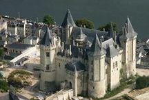 Chateaux et cathédrales de France / L'architecture noble et religieuse en France au cours des siècles.