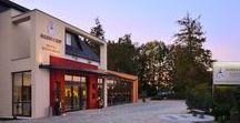 AKZENT Hotel Haus Surendorff**** / Das familiengeführte AKZENT Hotel Haus Surendorff in Bramsche bietet Ruhe und Erholung in ländlichem Ambiente. Ein 300 m² großer Wellnessbereich mit verschiedenen Saunen, Whirlpool, Schwimmbad, Fitnessbereich - Massage-und Kosmetikangebot und ein großer Garten lädt zum Entspannen ein.  || Kontakt: AKZENT Surendorff, Dinglingsweg 1,49565 Bramsche | Tel.: +49 (0)5461 93020 | E-Mail:info@hotelsurendorff.de | www.akzent.de/bramsche