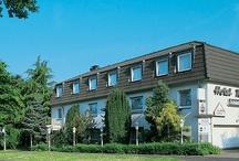 AKZENT Hotel Schildsheide***S / Das AKZENT Hotel Schildsheide befindet sich in zentraler Lage und verfügt über 17 Einzel- und 21 Doppelzimmer. Schnelle Verbindungen zu den Städten Düsseldorf, Wuppertal, Köln, Bonn und dem Ruhrgebiet gewährleisten den Gästen Flexibilität, Zeitersparnis und vielfältige Shoppingmöglichkeiten.    || Kontakt: AKZENT Hotel Schildsheide, Schildsheider Straße 47, 40699 Erkrath-Hochdahl | Tel.: +49 (0)2104 1383 0 | E-Mail: info@hotel-schildsheide.de | www.akzent.de/erkrath