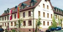 AKZENT Hotel Krone*** / Im fränkischen Helmstadt befindet sich das AKZENT Hotel Krone. Das Haus verfügt über landestypisch eingerichtete Gasträume, gut ausgestattete Tagungsräume, einen geschichtsträchtigen Gewölbekeller und einen großen Biergarten.  || Kontakt: AKZENT Hotel Krone, Würzburger Straße 23, 97264 Helmstadt | Tel.: +49 (0)9369 9064 0 | E-Mail: info@gasthof-krone.de | www.akzent.de/helmstadt