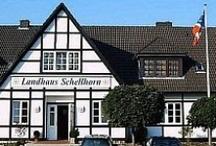 AKZENT Hotel Landhaus Schellhorn***S / Das AKZENT Hotel Landhaus Schellhorn, süd-östlich von Kiel, ist sowohl für einen Kurzurlaub als auch einen Aufenthalt auf der Durchreise die ideale Wahl. Das Restaurant bietet regionale und internationale Gerichte in gemütlicher Atmosphäre an.  || Kontakt: AKZENT Hotel Schellhorn, Am Berg, 24211 Schellhorn-Preetz | Tel.: +49 (0)4342 86001 | E-Mail: hecht@landhaus-schellhorn.de | www.akzent.de/preetz
