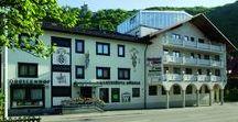 AKZENT Hotel Forellenhof Rössle**** / Inmitten der Schwäbischen Alb liegt das AKZENT Hotel Forellenhof Rössle. Seit über 200 Jahren und bereits in der 8. Generation ist das Hotel in Familienbesitz. Das Haus verfügt über komfortabel ausgestattete Zimmer, teilweise mit Balkon und Blick zum Schloss sowie einem einmaligen Wellnessbereich.  || Kontakt: AKZENT Hotel Forellenhof Rössle,Heerstraße 20, 72805 Lichtenstein-Honau | Tel.: +49 (0)7129 9297 0 | E-Mail:info@forellenhofroessle.de | www.akzent.de/lichtenstein