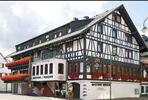 AKZENT Hotel Hirsch***S / Herzliche, familiäre Gastlichkeit hat im AKZENT Hotel Hirsch in Lossburg seit über 400 Jahren Tradition. Inmitten des nördlichen Schwarzwaldes ist das Hotel ein idealer Ausgangspunkt für Ihre Tagesausflüge. Regionale Spezialitäten in gehobener wie auch deftiger Ausprägung erwartet die Gäste des Restaurants.  || Kontakt: AKZENT Hotel Hirsch, Hauptstraße 5, 72290 Lossburg | Tel.: +49 (0)7446 9505 0 | E-Mail: hotel@hirsch-lossburg.de | www.akzent.de/lossburg