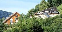 AKZENT Hotel Höhenblick***S / Schwäbische Gemütlichkeit und Charme ist das Motto des AKZENT Hotel Höhenblick in Mühlhausen im Täle. Ruhig und doch zentral  in der Nähe der Autobahn A8 zwischen Stuttgart und Ulm gelegen ist das Hotel umgeben von den Hügeln des Schwäbischen Albtraufes.  || Kontakt: AKZENT Hotel Höhenblick,Obere Sommerbergstraße 10, 73347 Mühlhausen im Täle | Tel.: +49 (0)7335 96990 0 | E-Mail: info@hotel-hoehenblick.de | www.akzent.de/muehlhausen-im-taele