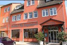 AKZENT Hotel Gasthof Alt Engelsdorf / Das AKZENT Hotel Gasthof Alt Engelsdorf hält 25 modern und gemütlich eingerichtete Zimmer sowie eine romantische Hochzeitssuite mit großem Wasserbett und schönem Bad zur Übernachtung bereit. Das Hotel verfügt über ein eigenes Bowling-Center mit 6 Bowlingbahnen und vielen gemütlichen Sitzecken.  || Kontakt: AKZENT Hotel Alt Engelsdorf,  Engelsdorfer Straße 290, 04319 Leipzig | Tel.: +49 (0)34165610 | E-Mail: info@gasthof-alt-engelsdorf.de | www.gasthof-alt-engelsdorf.de