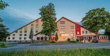 AKZENT Aktiv & Vital Hotel Thüringen / Das Aktiv & Vital Hotel Thüringen liegt in Alleinlage oberhalb der Lutherstadt Schmalkalden, mit Blick auf die Rhön und den Rennsteig. Das Wellnesshotel bietet  48 helle und stilvoll eingerichtete Zimmer für Ferien, Urlaub, Wandern, Geschäftsreise oder auch Tagung.  || Kontakt: AKZENT Aktiv & Vital Hotel Thüringen, Notstraße 33, 98574 Schmalkalden | Tel.: +49 (0)3683 466570 | E-Mail: info@aktivhotel-thueringen.de | www.akzent.de/schmalkalden