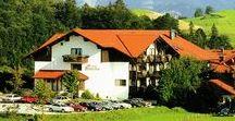 AKZENT Hotel Alpenrose / Seit über 25 Jahren ist das AKZENT Hotel Alpenrose in Nesselwang mit dem Allgäuer Landstil ein Ort von Herzlichkeit und Gastfreundlichkeit. Aktiv- und Erholungsurlaubern haben die Wahl zwischen Hotelzimmern und Alpenrose-Suiten mit Balkon oder Terrasse.  || Kontakt: AKZENT Hotel Alpenrose, Jupiterstr. 9, 87484 Nesselwang | Tel.: +49 (0) 83 61-92 04-0 | E-Mail: info@alpenrose.de | www.akzent.de/hotel-nesselwang