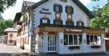 AKZENT Hotel Turmwirt / Im Herzen von Oberammergau liegt das im bayerischen Stil gebaute AKZENT Hotel Turmwirt. Seit 1934 ist das Hotel im Besitz der Familie Glas und wird heute von der 3. und 4. Generation geführt. Zum Hotel gehören u.a. eine Hotelbar, ein Fitnessraum, eine Sauna, ein Tepidarium (Dampfsauna) und eine Infrarotkabine.  || Kontakt: AKZENT Hotel Turmwirt, Ettaler Str. 2, 82487 Oberammergau | Tel.: +49 (0) 88 22 - 9 26 00 | E-Mail: E-Mail: info@turmwirt.de | www.akzent.de/oberammergau
