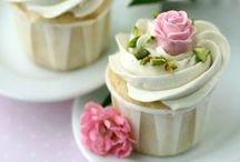 Cupcakes + Roses / Pretty cupcakes and roses - inspiration for tea parties
