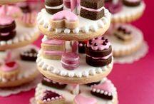 Amazing Decorated Cookies / by Margie Toro 💋