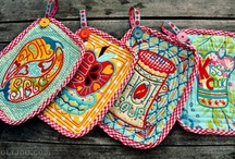 Mug Rugs, Placemats, Pot Holders, Coasters, Minis / Quilted pot holders, mug rugs, placemats, coasters, runners, minis