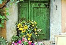 Doors, knockers and more! / Doorways and knickers from around the world!