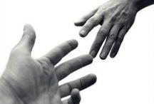 """Jeux de mains... / """" Quand le cœur n'y est pas, les mains ne sont pas habiles """" Proverbe chinois"""