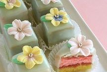 Petit Fours & Mini Cakes / by My name is Jacqueline Roseboom