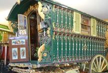 Gypsy Wagon Inspiration / Lots of inspiration to finish and decorate your miniaturen Gypsy Vardos, wagons, bowtop caravans.