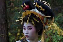 Courtesans: Oiran, Tayu & C... / Cortigiane: costumi, acconciature ed accessori
