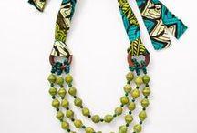 Bijoux textiles / colliers bagues broches bracelets boucles d'oreilles perles noeuds