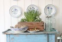 Decorate with Pottery ;) / Characterful interior design ideas on how to decorate with your pottery. From plate racks to open-selves kitchens and to decorative plates for walls.