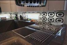 Keittiössä / Kivoja, erikoisia, tavallisia, pieniä, suurempia, kauniita ja kaikenlaisia keittiöitä,joita myyty tai ovat myynnissä.