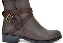 Low Boots - Μποτάκια / Χειμερινά μποτάκια διαθέσιμα στο shoeprice.gr. Εδώ θα βρεις μποτάκια, μποτάκια αστραγάλου, αρβυλάκια και άλλα για να συμπληρώσεις το στυλ σου.