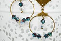 Bleu de Soi, handcrafted Jewels / Mes bijoux sont faits main. Chaque pièce est unique. C'est un mélange de matières vintages et contemporaines. Je tisse aussi du fil métallique très fins selon la technique japonaise du kumihimo.