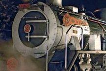 """Afrika auf Zug-Schienen erfahren! / Afrika ist anders. Vielfältig sind auch die Möglichkeiten, den gigantischen Kontinent """"mal anders"""" zu bereisen. Zum Beispiel mit dem Zug. Eine Vielzahl spannender Schienen-Kreuzfahrten sind in den Traumdestinationen des Südlichen und Östlichen Afrika mit ASA-Reiseveranstaltern möglich. Voll im Trend liegen exklusive Eisenbahn-Safaris im Nostalgie-Zug."""