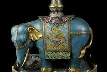 Elefantes - estatuetas ,relógios , brinquedos etc.