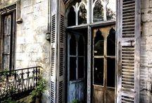 Janelas e portas abandonadas