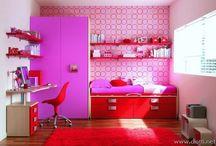 Girl's bedroom / Purple and red bedroom. Ballerina theme?