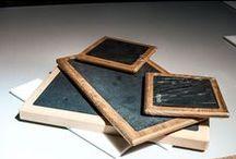 Tablas de pizarra / Unas tablas de pizarra natural con marco de madera de Haya y plato extraíble para facilitar la limpieza. Están diseñadas para presentarlas directamente en la mesa y cortar allí el pan, embutidos, etc. Una solución ideal en restauracion para presentar directamente en la mesa carnes o pescados en nuestras tablas individuales con plato antigoteo http://www.platosypizarras.com/categoria-73-tablas-de-pizarra-pizarras