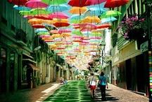 Színes esernyők az utca felett - Agueda, Portugália