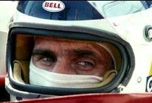 Carlos Reutemann #Lole / Carlos Alberto Reutemann (Santa Fe, Argentina, 12 de abril de 1942) ex piloto de Fórmula 1. Desde 1972 compitió para los equipos Brabham, Ferrari, Lotus y Williams. Obtuvo 12 victorias, 45 podios y 6 pole en 144 carreras puntuables, y 2 triunfos en carreras sin puntos. Resultó tercero en los campeonatos 1975, 1978 y 1980. En 1981 fue subcampeón de pilotos. Se retiró en 1982.