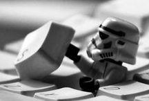 """#Lego Ideas / """"Odio perderme en la alfombra y no tener rodillas"""". """"Sólo lo mejor es suficientemente bueno"""". LEGO (del danés """"leg godt"""", que significa """"juega bien"""") es una empresa danesa de juguetes de bloques de construcción automáticos interconectables fabricados con plástico ABS (acrilonitrilo butadieno estireno)."""