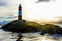#Faros / La palabra española proviene del griego antiguo (pharos, pronunciado /faros/ en español), nombre común cuyo origen es el nombre de la isla de Faro donde estuvo ubicado el célebre faro de Alejandría.