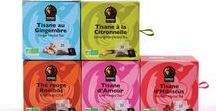 Moriba - Packaging et Identité Visuelle / Packaging et Identité Visuelle créés pour la Marque Moriba Saveurs d'Afrique, des produits ethniques africains naturels et équitables. Pour sa nouvelle collection cafés et tisanes en capsules biodégradables, nous avons choisi de réaffirmer l'identité de la marque pour conserver son esprit d'innovation. Dans cette optique, le logo devient un motif monochrome qui permet de créer de nombreuses combinaisons et variations colorées.