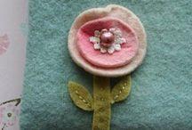 Vilten bloemen hartjes en strikjes enz / Vilten bloemen ,hartjes en strikjes enz
