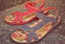 Panama Jack / Espanjalaisen valmistajan, Panama Jackin, kengät tehdään rakkaudella käsityönä. Kengissä käytetään napakkaa nahkaa ja parhaita materiaaleja. Panama Jackin kengät ovat ympäristöstään huolehtivan kulkijan valinta.