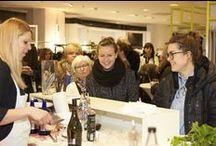 """Designer's Season Opening Frühjahr 2015 / Abheben mit """"Boarding Card"""" in die Design-Highlights der Saison Frühjahr/Sommer 2015. Event bei Damen Design1 mit Live-DJ, Makeup Artist und Drinks."""