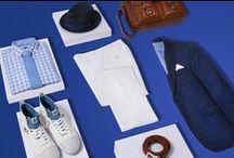 Leinen Looks Herren fürs Business - KONEN München und Online / Leinen fürs Business: Der sommerlich leichte Look wird in edlen Blautönen zu Weiß gestylt. Farblichen Kontrast liefern der Flechtgürtel und die Umhängetasche in Cognacbraun.  Durch die weiße Leinenhose und die hellen Ledersneakers erhält das gesamte Outfit eine sportive Note. Das Sakko hochkrempeln und die Hosenbeine umschlagen, schon kann's mit diesem Leinen-Look auch zur Afterwork Party gehen. ► http://bit.ly/KONEN-Leinen-Looks-Men