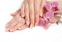 Nos soins des ongles / Une gamme complète pour la beauté et la santé des ongles sensibles. Formulée Haute Tolérance