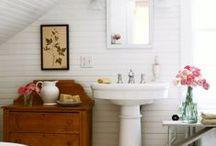Bathrooms  /  Banheiros / Decoration and organization. Decoração e organização.