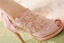 I Love Shoes !  /  Eu Amo Sapatos ! / (I need one of each). (Eu preciso de um de cada).