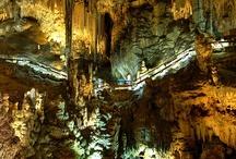 Cuevas de Nerja / La Cueva de Nerja, situada a 158 metros sobre el nivel del mar es, con 4.823 metros, una de las cuevas de mayor desarrollo topográfico de Andalucía.